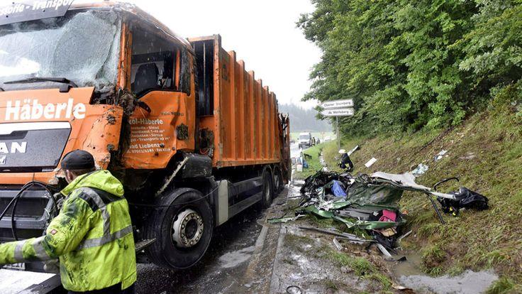 Beerdigung der Opfer des Müllwagen-Unfalls - So bunt trauern Artisten um ihre toten Kollegen - News Inland - Bild.de