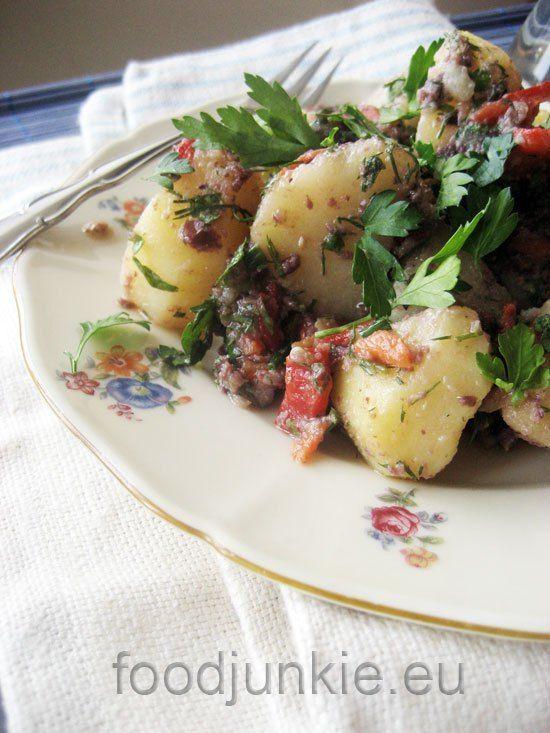 Η πατάτα δεν είναι τυχαίο που συντήρησε ολόκληρους λαούς για αιώνες και κατά τα λεγόμενα του Smithsonianη παρουσία της στην Ευρώπη άλλαξε τον ρου της ιστορίας. Αποτελεί την πέμπτη μεγαλύτερ...