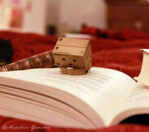 Amazon Box Robot Reading