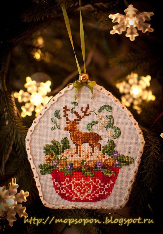 Pug and Griffon - suns legged French Christmas cupcakes.
