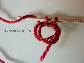 Mon premier truc à moi, c'est le crochet... et les amigurumis! Mon deuxième truc à moi, c'est la frivolité... je suis encore apprentie.