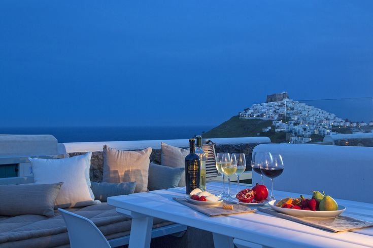 "This #February live the luxury and authentic hospitality of #Melograno #Villas. From February 20 to February 23 celebrate #CleanMonday 's holiday enjoying a 20% off  on the ""butterfly of the Aegean archipelago"" where Melograno Villas present their eclectic guests with a distinguishable aspect of accommodation. The price of 336 euros includes breakfast and all taxes. http://www.tresorhotels.com/en/offers/232/zhste-ena-polyteles-trihmero-katharas-deyteras-sto-melograno-villas"