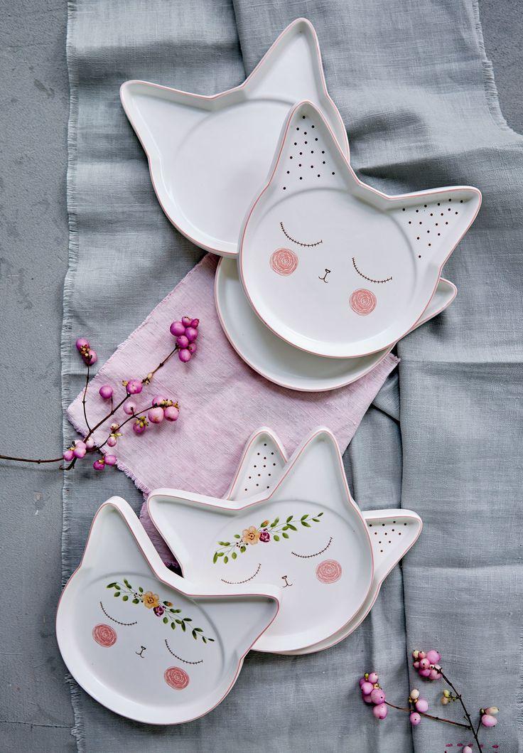 Cuteness overload! Dreimal unterschiedlich dekoriert präsentieren sich diese sechs superniedlichen Teller in Form von Katzenköpfen mit abstehenden Ohren.