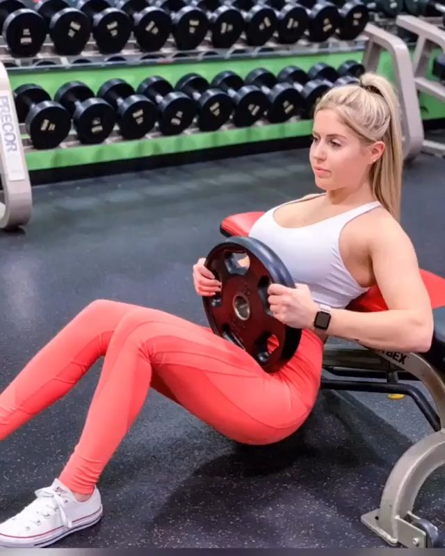Abs workout with plates