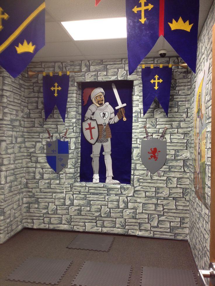 Resultado de imagen de medieval classroom decor