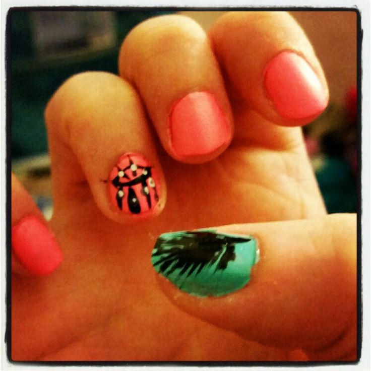 Dream catcher and feather nails.