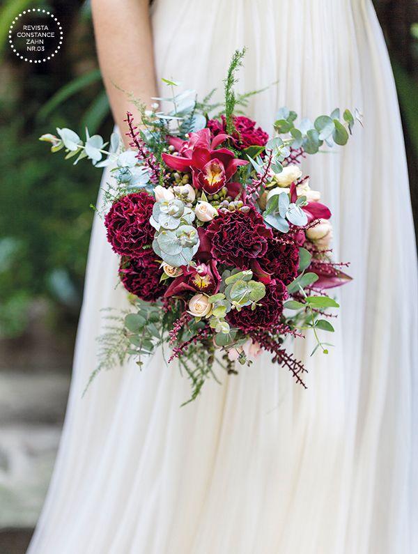 Bouquet de noiva boho em tons de marsala, verde e rosa claro - orquídeas, cravos e mini-rosas ( Bouquet: Mariana Bassi   Foto: Julia Ribeiro )