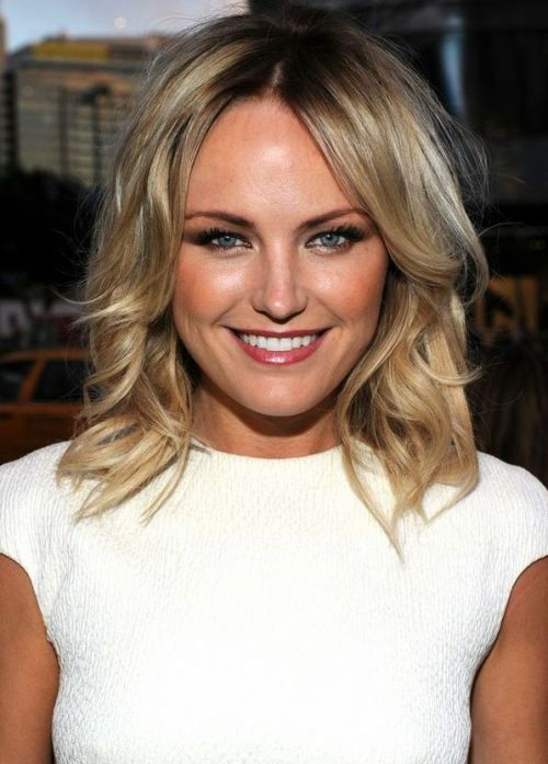 hair cut in style 30 best hairstyles for big foreheads herinterest 8017