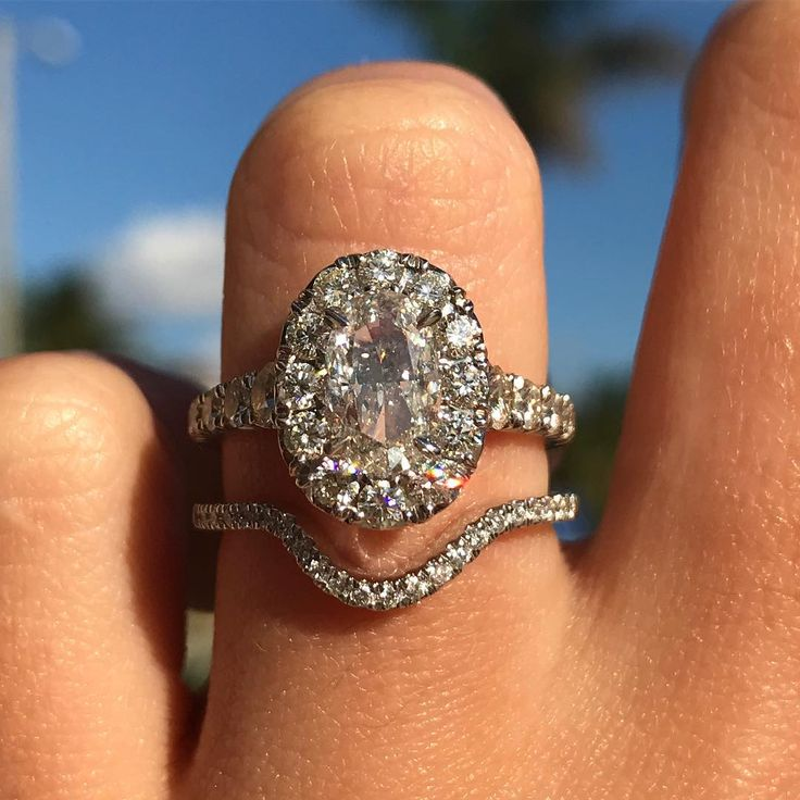 In love with this Oval engagement ring!