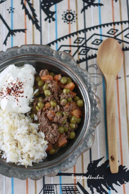 Turcja od kuchni: Potrawka z mieloną wołowiną , groszkiem i marchewk...