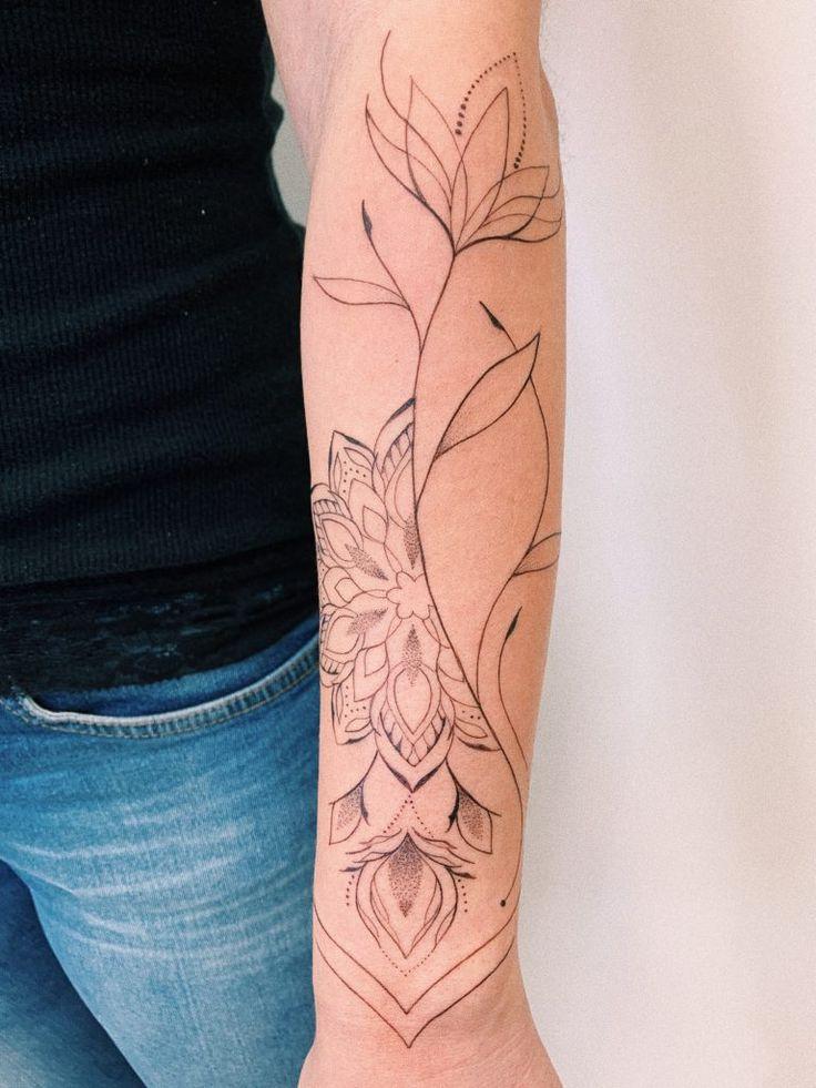 Tatuagens femininas no braço: 35 artistas e estilos diferentes - Blog Tattoo2me | Tatuagens femininas no braço, Tatuagens, Braço