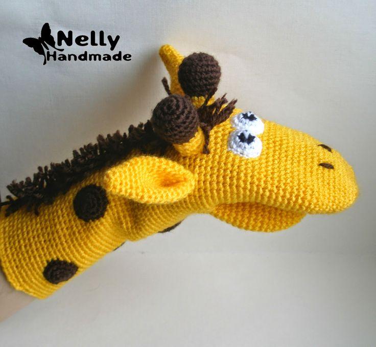 Nelly hecho a mano: Juguete-manopla. Jirafa. descripción