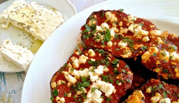 Μελιτζάνες στο φούρνο με τυρί φέτα!!! - Filenades.gr