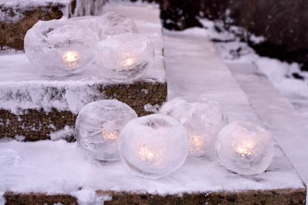 Ice lanterns with water and balloons
