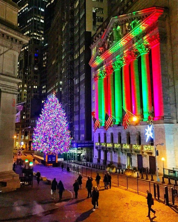 """Gigi A on Twitter 20171220: The Christmas tree is a symbol of love, not money. There's a kind of glory to them when they're all lit up that exceeds anything all the money in the world could buy."""" ~Andy Rooney  12.20.17 December nights at the New York Stock Exchange, New York City . #SeeYourCity  . https://www.instagram.com/p/Bc8ygjBH-DL/"""