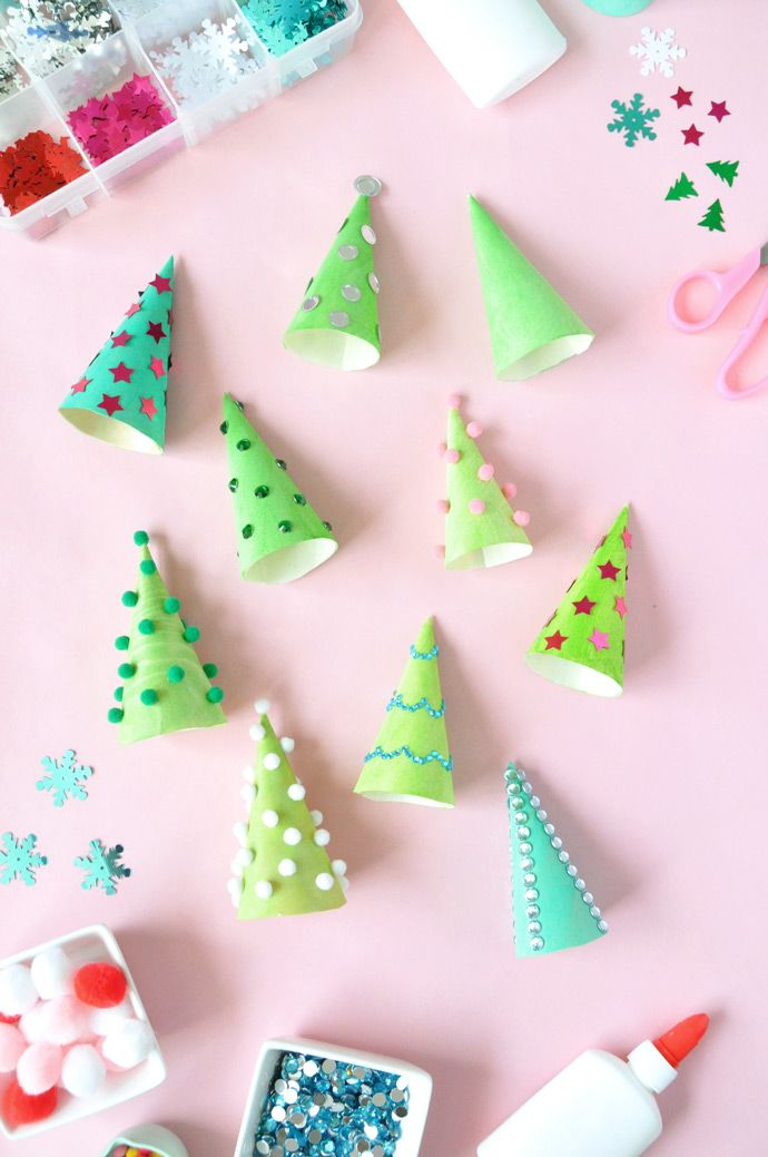 Oh Christmas tree, oh Christmas tree! Decorate wooden serving cones to look like mini Christmas trees this holiday season!