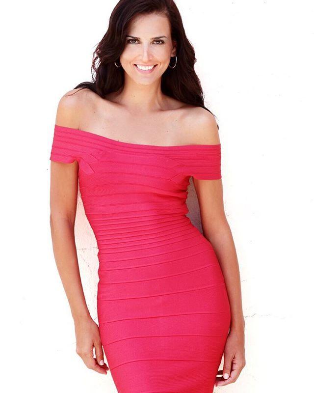 No dudes en elegir el color rojo en esta temporada! Esta de moda y hace tu outfit lucir más alegre y vibrante. #ootd #red #fall #tips #moalmada 👗@HerveLeger