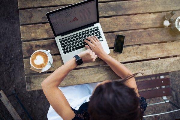 Descopera pe #blog ce trebuie sa iei in considerare cand alegi sa incluzi un #smartwatch in campania de #promovare si cum acest #gadget,   poate deveni un #cadoupersonalizat modern.
