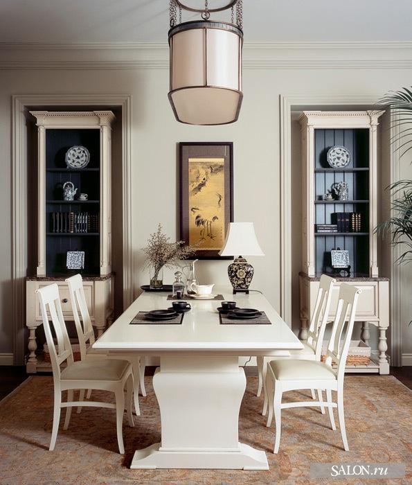 Вид на столовую группу. Буфетные шкафы расположены в специальных нишах. Они были сконструированы архитекторами, чтобы вписать несущие колонны в интерьер столовой.  Шкафы, Smallbone. Обеденная группа, L'Ottocento