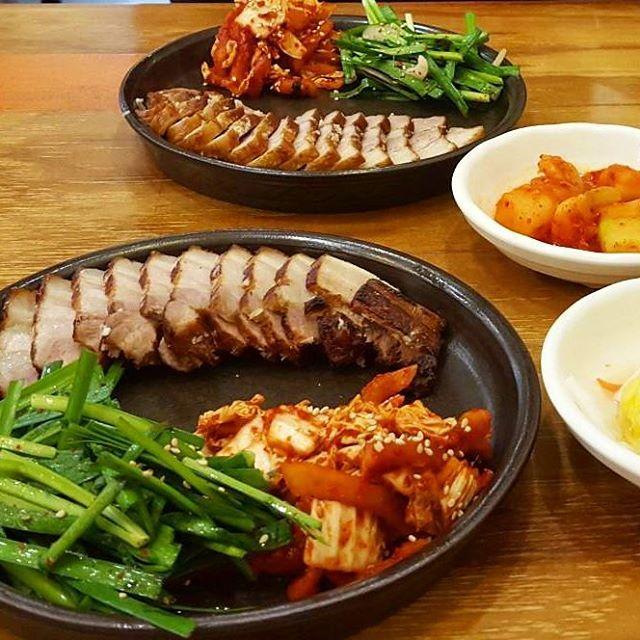 明洞でご飯🍚🍴😋#ポッサム#明洞#韓国#韓国旅行#ソウル#韓国料理#肉#韓国好きな人と繋がりたい #ご飯