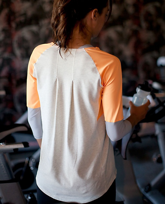i <3 this lulu workout top... it's so comfy & cute! this is my new go-to top for working out, running errands, etc