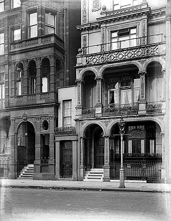 10 Hyde Park Place, smallest house in London c 1905