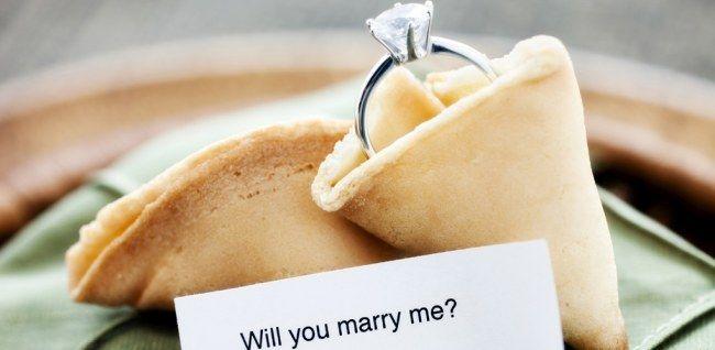Ja, ja, JAAA! Genau SO eine Antwort erhofft man sich auf seinen Heiratsantrag. Hier kommen passende Ideen, damit ihr genau diese Reaktion bekommt...