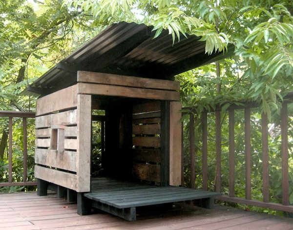 Modern dog/cat house made from pallet wood   - like the corrugated steel roof idea