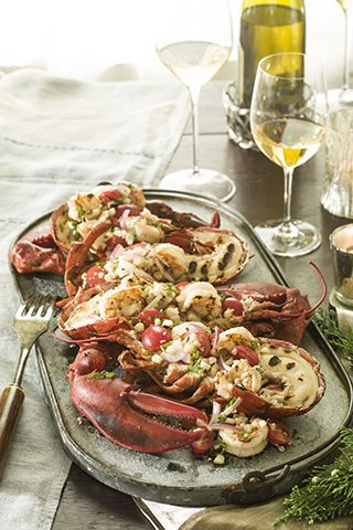 Holiday Christmas dinner party with seafood! #lobster #dinnerparty