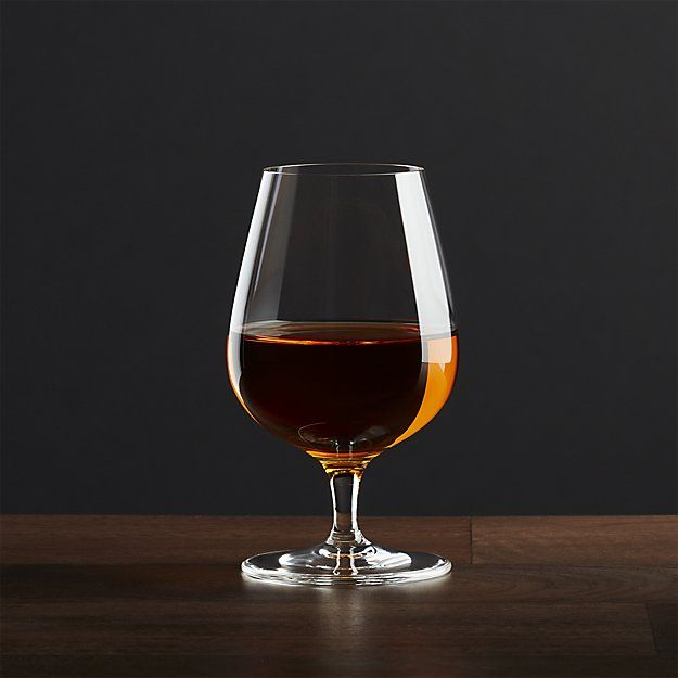 The scaled down, classic snifter shape directs the bouquet of fine spirits and liqueurs upward toward the nose for added flavor. From brandy and cognac to aged sipping tequilas or Kahlua on ice, this glass adds depth of enjoyment to before and after-dinner sipping.
