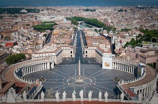 #Plaza de San Pedro, Ciudad del Vaticano, Italia