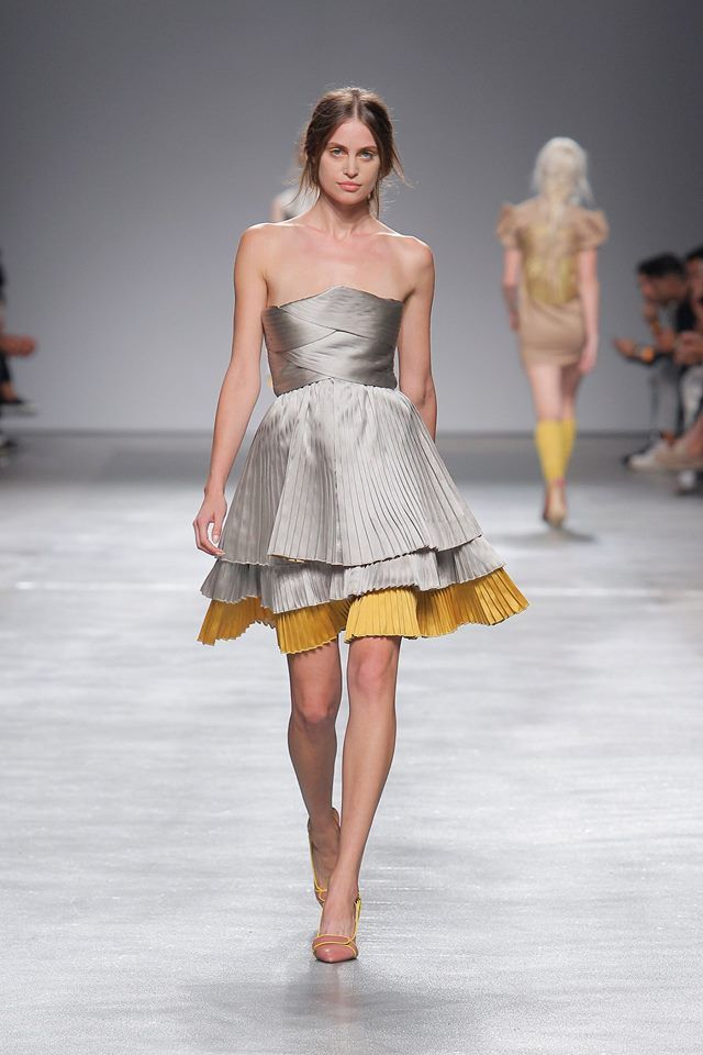 Silver  & Yellow Short Pleated Dress #short #dress #silver #yellow #pleated #eagle #eye #woman #spring #summer #paris #luiscarvalho