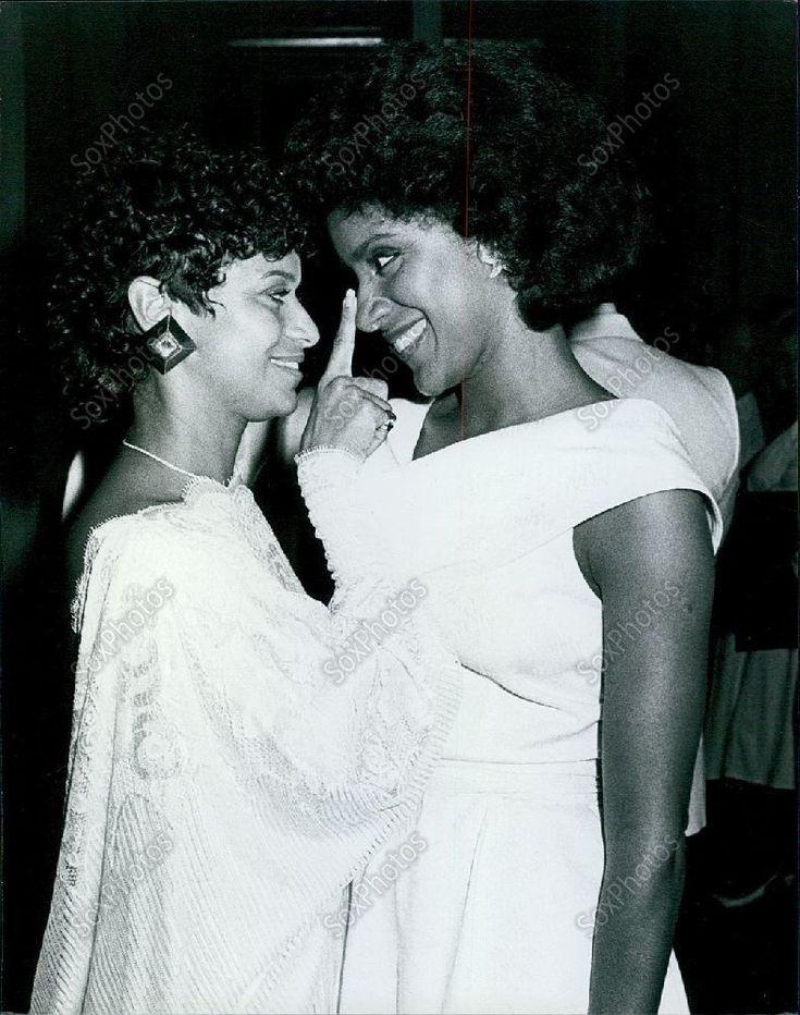 1984 Debbie Allen & Phylicia Allen at La Dome Restaurant Press Photo