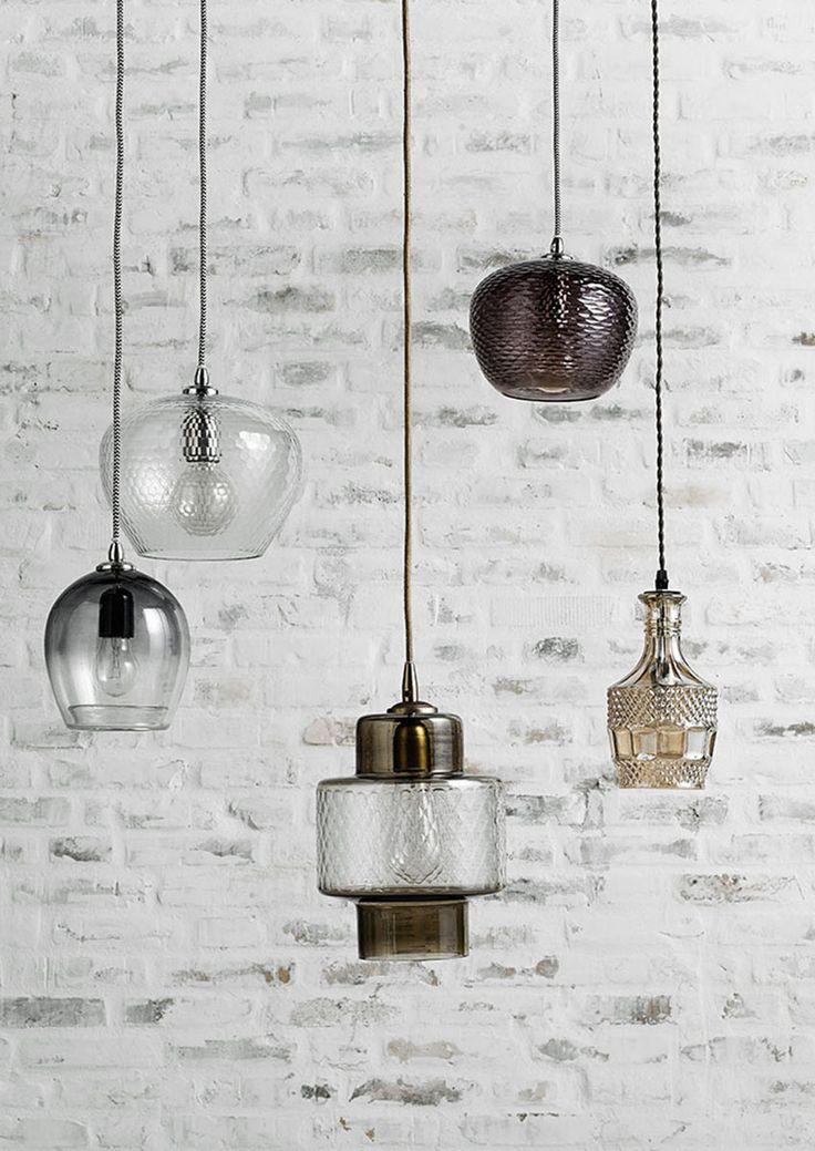 Simple & Beautiful! Deze subtiele hanglampen zijn afkomstig van het Deense merk Nordal. De lampen hebben een mooie moderne stijl en past in ieder interieur. Leuk om op te hangen boven een bijzettafel, boven je nachtkastje, op de wc, of in de hal, maar ook leuk om te combineren met elkaar. De hanglampen zijn allemaal gemaakt van glas en hebben een trendy koord. Al onze hanglampen bekijken, surf dan snel naar www.wantsandneeds.nl