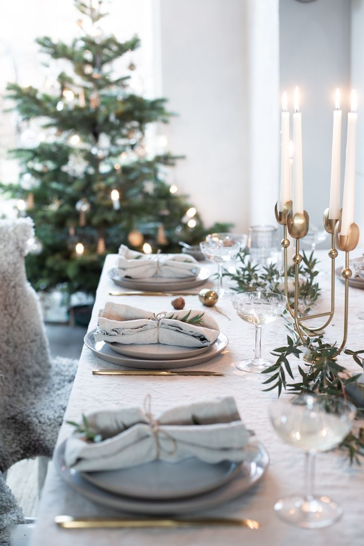 Our Christmas Table Setting With Pure Linen Tablecloth And Napkins And A Brass Tulip Christmas Table Decorations Christmas Table Settings Christmas Tablescapes