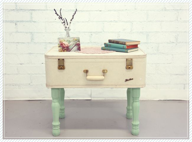 DIY : turn a vintage suitcase into a coffee table + tutorial