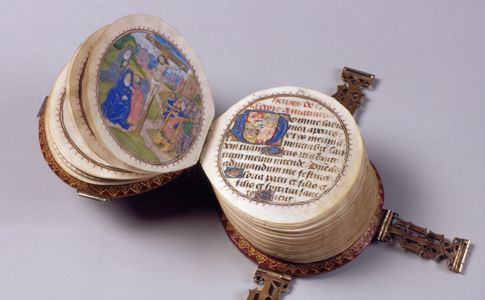 "The ""Codex Rotundus"" owes its name to its round shape. It is a small book of hours (9 cm diameter) made in Bruges in 1480. Thumbnails are most likely from the workshop of Dutchman Willem Date illuminator (active from 1450 to 1482). (Hildesheim Cathedral Library, Germany) Site is in german"