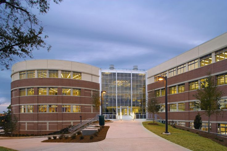 University of West Florida's New School of Science and Engineering Building Adheres to PKAL Principles : Lord Aeck Sargent new.pitchengine.com1500 × 1000Search by image space to the north. Because the building is sited on a hill, the atrium is entered from the south via a bridge leading to the second floor. The bridge spans an informal,