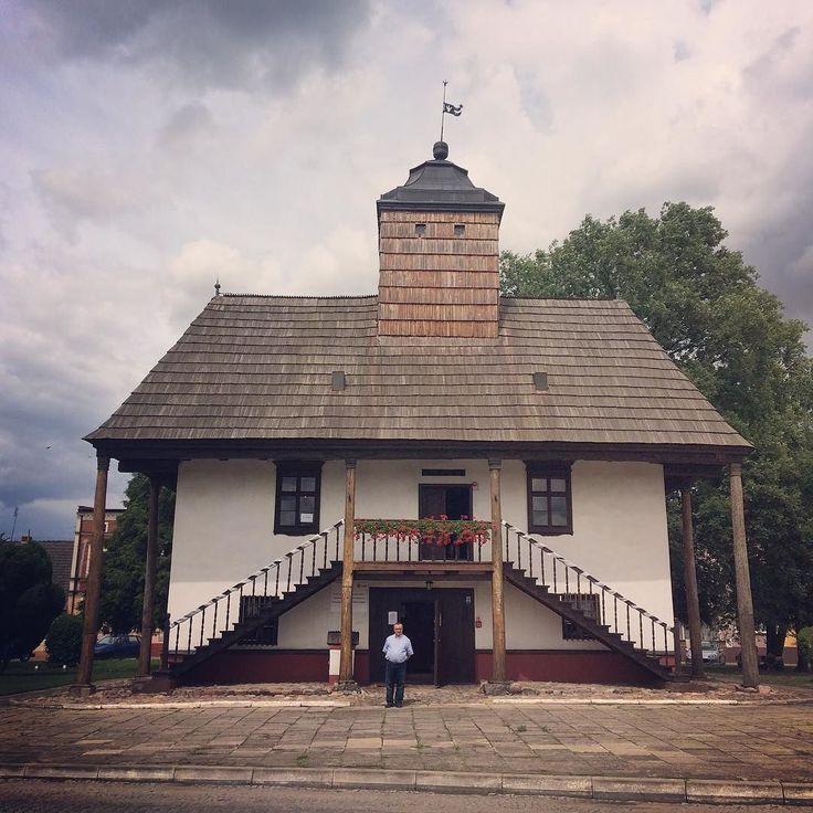 City hall in Sulmierzyce Poland. And my Dad as a model  . . . #sulmierzyce #igerspoland #igerseurope #igerseurope #visitpoland #timeoutsociety #travelcommunity #teamwanderlust #wltraveler #welivetoexplore #wearetravelgirls #girlsborntotravel #girlslovetravel #ladiesgoneglobal #femmetravel #wonderful_places #beautifuldestinations #travel_drops #exceptional_pictures #mobilnytydzienwakacje