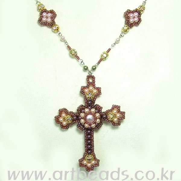 Beaded Cross Necklace Pattern - Not in English but well diagrammed  #heartbeadwork