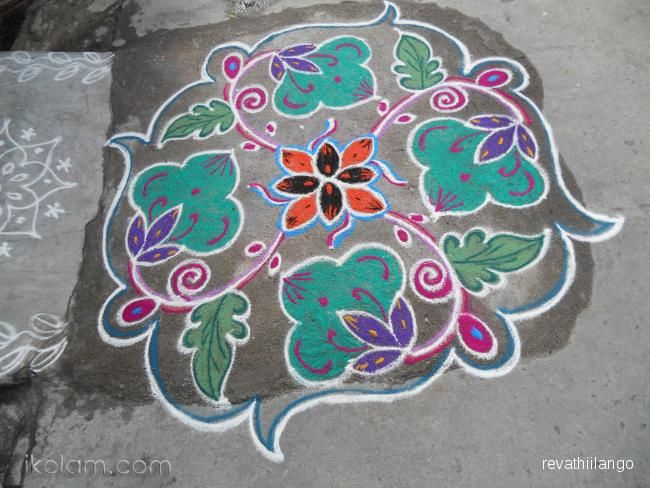 Rangoli A green kolam design. 9 dots 3 lines end with 3 dots. | www.iKolam.com