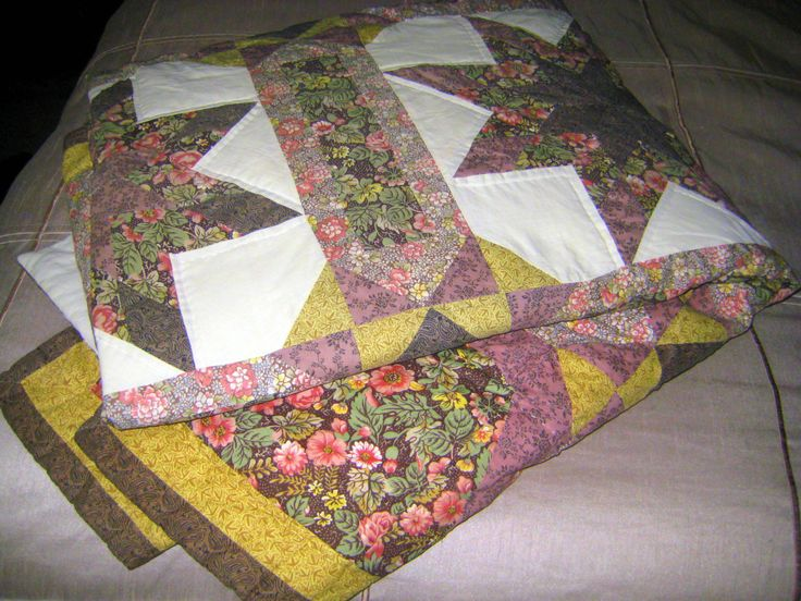 Vintage Quilt,Single bed quilt,Star quilt,vintage handmade quilt at Designs By Willowcreek on Etsy by DesignsByWillowcreek on Etsy