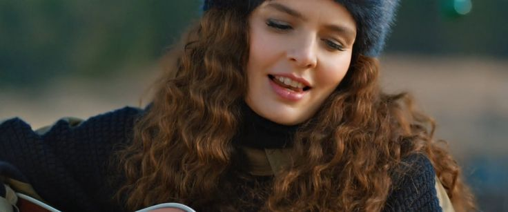 Nil Karaibrahimgil – Vah ki Ne Vah Şarkısını Netd Klipli İzle