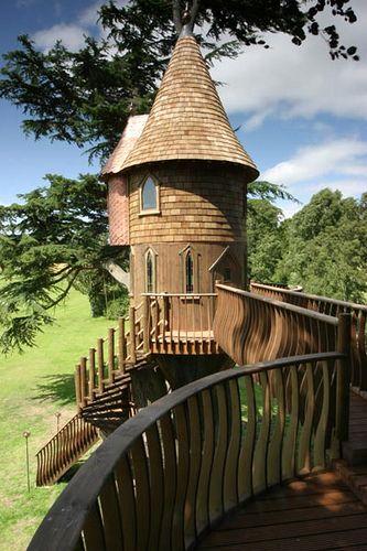 TREE HOUSE – amazing treehouse! Treehouse Castle  via Gordon Brown
