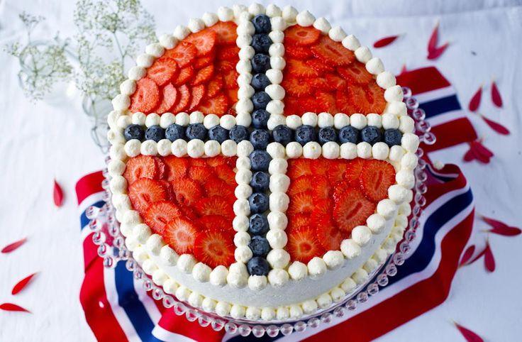 Bløtkake med flaggets fargeprakt - Godt.no - Finn noe godt å spise... Oh, if only I truly spoke Norwegian.