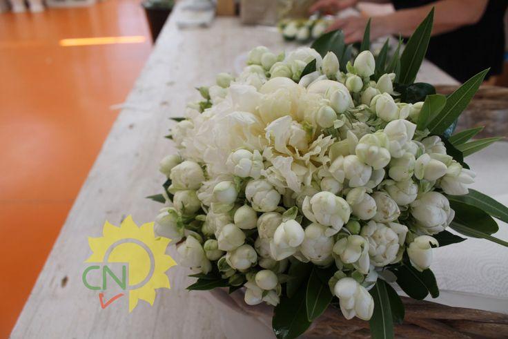 Matrimonio Alessio e Giorgia   Casanatura Vivaio  Bouquet da sposa con roselline a grappolo e peonie bianchi
