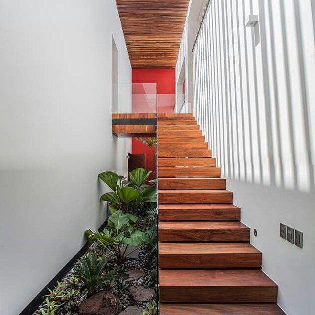tangga modern sederhana