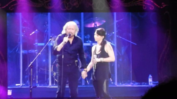 Barry Gibb & Samantha Gibb - How Can You Mend A Broken Heart - Mythology Tour - O2 Arena London