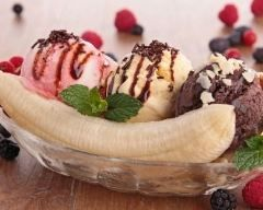 Banana split http://www.cuisineaz.com/recettes/banana-split-1442.aspx