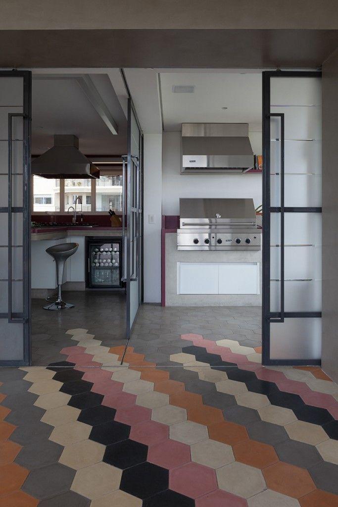 #excll #дизайнинтерьера #решения Также пол служит своего рода разделением пространства между салоном и кухней.